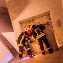 Dėl lifto šachtoje žuvusio žmogaus įmonės vadovui – teismo kirtis
