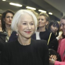 Legendinė britų aktorė H. Mirren neaplenkė J. Statkevičiaus madų pristatymo