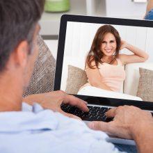 Banko įspėjimas: romantiškų pažinčių internete kaina gali siekti tūkstančius eurų