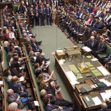 """Britų Bendruomenių Rūmai balsavo už """"Brexit"""" atidėjimą"""