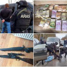 Policijos operacija: rasta per 600 tūkst. eurų grynųjų ir ginklų, tiriami ryšiai su pareigūnais