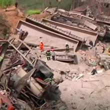 Kinijoje nuo bėgių nulėkus krovininiam traukiniui žuvo keturi žmonės