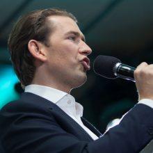Sugriuvus vyriausybei, Austrijos parlamentas balsuos dėl pasitikėjimo kancleriu