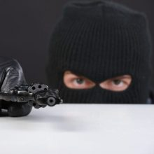 Radviliškio degalinę bandė apiplėšti kaukėtas vyras: reikalavo pinigų ir cigarečių