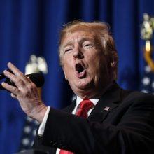 D. Trumpas vėl apkaltino Vokietiją vengiant mokėti NATO