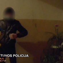 Uostamiestyje jaunuolis pasipriešino pareigūnui: sužalojo koją ir sulaužė akinius