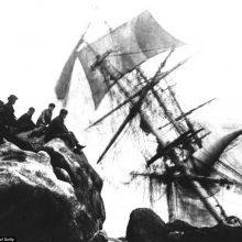 Šeimos kapitalas iš nelaimių jūroje: fotografavo skęstančius laivus