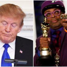 """Atgarsiai po """"Oskaro"""" apdovanojimų: D. Trumpas apkaltino kūrėją rasistiniu išpuoliu"""
