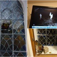 Vandalai vėl nusitaikė į Kauno mečetę: išdaužti du vitražiniai langai