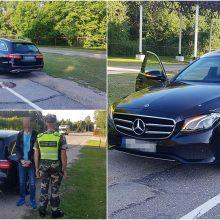 """Pasieniečių """"laimikis"""": sulaikė Vokietijoje pavogtą naujutėlį """"Mercedes-Benz"""""""