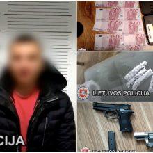 Disponavimu ginklais ir narkotikais įtariamas klaipėdietis suimtas trims mėnesiams