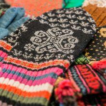 Rankdarbių mylėtojams – tradicinių pirštinių mezgimo susitikimai