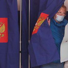 """""""Vieningoji Rusija"""" pirmauja parlamento rinkimuose, aptemdytuose susidorojimo su opozicija"""