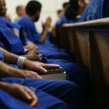 Dėl koronaviruso grėsmės Kalifornijoje į laisvę paleidžiami 3,5 tūkst. kalinių
