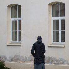 Broliai: vienuoliai joanitai retai turi laiko pasivaikščiojimams – jų dienotvarkė labai užimta, skirta maldai ir bendruomenei.