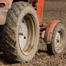 Šiaulių ligoninėje mirė iš traktoriaus priekabos iškritęs vyras