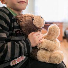 Kodėl įvaikinti vaikai naujose šeimose elgiasi destruktyviai?