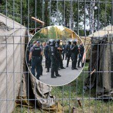 Rūdninkuose kilo neramumai: migrantų aistras pareigūnai malšino ašarinėmis dujomis