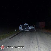 Šakiuose girtas automobilio vairuotojas rėžėsi į traktorių, yra nukentėjusiųjų