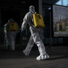 Ispanijoje per parą nuo koronaviruso mirė 864 žmonės, aukų skaičius perkopė 9 tūkst.