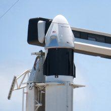 """""""SpaceX"""" paprašė galimybės atidėti kapsulės """"Crew Dragon"""" pirmąjį pilotuojamą skrydį"""