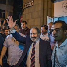 Armėnijos premjero partija laimėjo pirmalaikius rinkimus