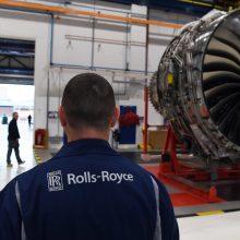 """Dėl koronaviruso krizės """"Rolls-Royce"""" ketina atleisti mažiausiai 9 tūkst. darbuotojų"""