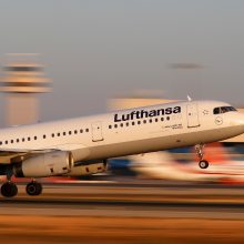 """Aviacijos bendrovei """"Lufthansa"""" gresia dvi dienas truksiantis streikas"""