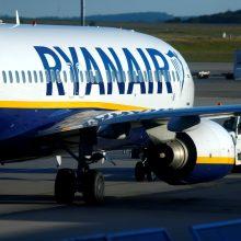 """Teismas: """"Ryanair"""" privalo grąžinti keleivei 20 eurų rankinio bagažo mokestį"""