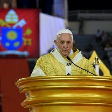 Popiežius Pranciškus ragina gerbti prostitutes ir prekybos žmonėmis aukas