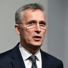 J. Stoltenbergas: NATO turi neleisti koronaviruso krizei sukelti grėsmės saugumui
