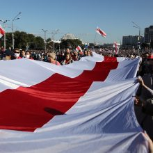Minske protestuoja iki 10 tūkst. žmonių, apie 20 sulaikyta