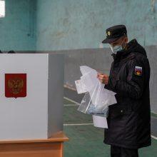 Rusija praneša apie užsienio kišimąsi į rinkimus, stebėtojai – apie pažeidimus balsavime