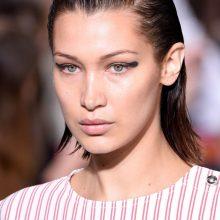 Glotnu: plaukai šukuojami taip, kad išryškėtų ir atsidengtų veido ovalas.