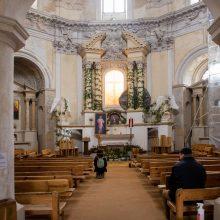 Jaukumas: vėlyvojo baroko stiliaus bažnyčia noriai lankoma ramybės pasiilgusių pasauliečių.