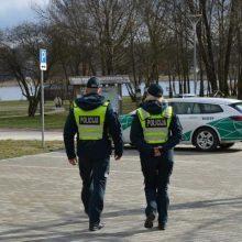 Policija: pranešimų apie karantino pažeidimus daugėja, žmonės atsipalaiduoja