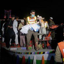 Pakistane apvirtus laivui žuvo mažiausiai 4 žmonės, dar 21 dingo