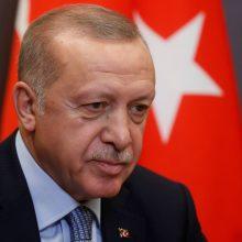 R. T. Erdoganas grasina atnaujinti puolimą Sirijoje, jei nepasitrauks kurdų pajėgos