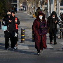 Kinijoje ir toliau plinta virusas: užsikrėtė beveik 300 žmonių, mirė šeši