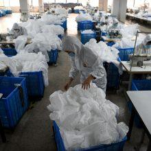 Kinijoje mirė dar 44 koronavirusu užsikrėtę žmonės, bet protrūkio tempas lėtėja