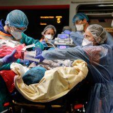 Lenkijoje koronaviruso atvejų skaičius išaugo iki 2347, mirė 35 žmonės