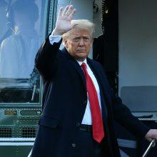 Apklausa: daugiau kaip pusė amerikiečių mano, kad D. Trumpas vertas apkaltos