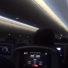 Beviltiškai bandančiame nusileisti lėktuve – isterija, ašaros ir keleivių klyksmai