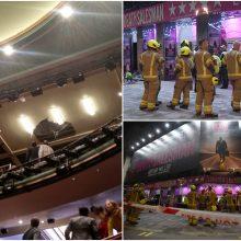 Londono teatre vykstant spektakliui įgriuvo dalis lubų: evakuota per 1 tūkst. žmonių