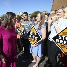 """Laimėję rinkimus, Didžiosios Britanijos liberalai demokratai žada atšaukti """"Brexit"""""""