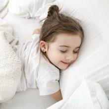 Specialistės patarimai: kokių priemonių imtis, kad vaikų miegas būtų kokybiškas?