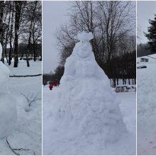 Pasigrožėkite: Draugystės parką puošia ir besmegeniai, ir sniego tvirtovės