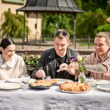 J. Nainys prisiminė pirmąjį Simonos ruoštą patiekalą: džiaugiuosi, kad likau gyvas