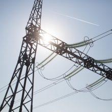Estija siūlo apmokestinti į Baltijos šalis patenkančią Rusijos elektrą