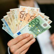 Pasirašyta kolektyvinė sutartis: atlyginimai kitąmet didės 286 tūkst. darbuotojų
